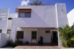 Venta de casa en la Privada de Tamarindos calle 8 en samula