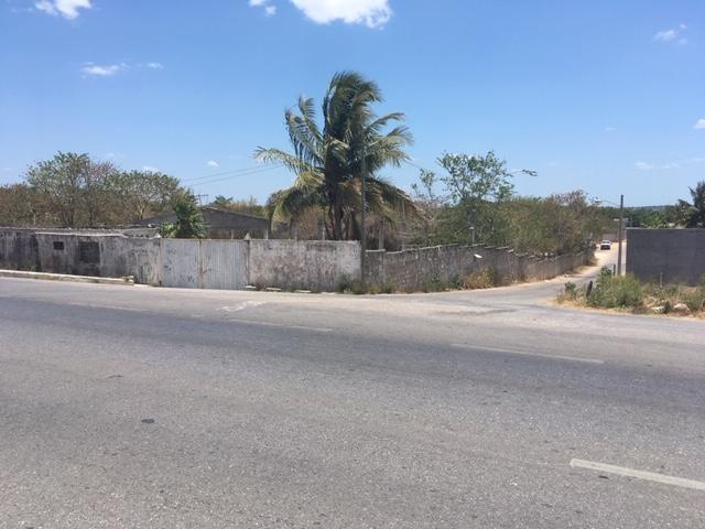Venta de terreno sobre Periferico Pablo Garcia Esq. calle 15 imi 3